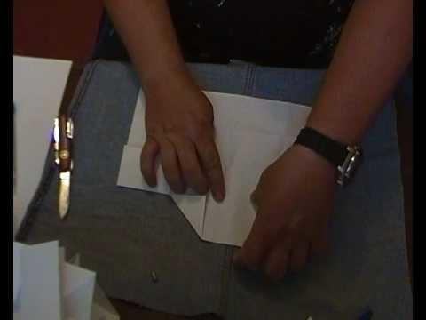 How to fold an envelope from A4 paper. Wie faltet man einen Umschlag von einem DIN A4 Blatt