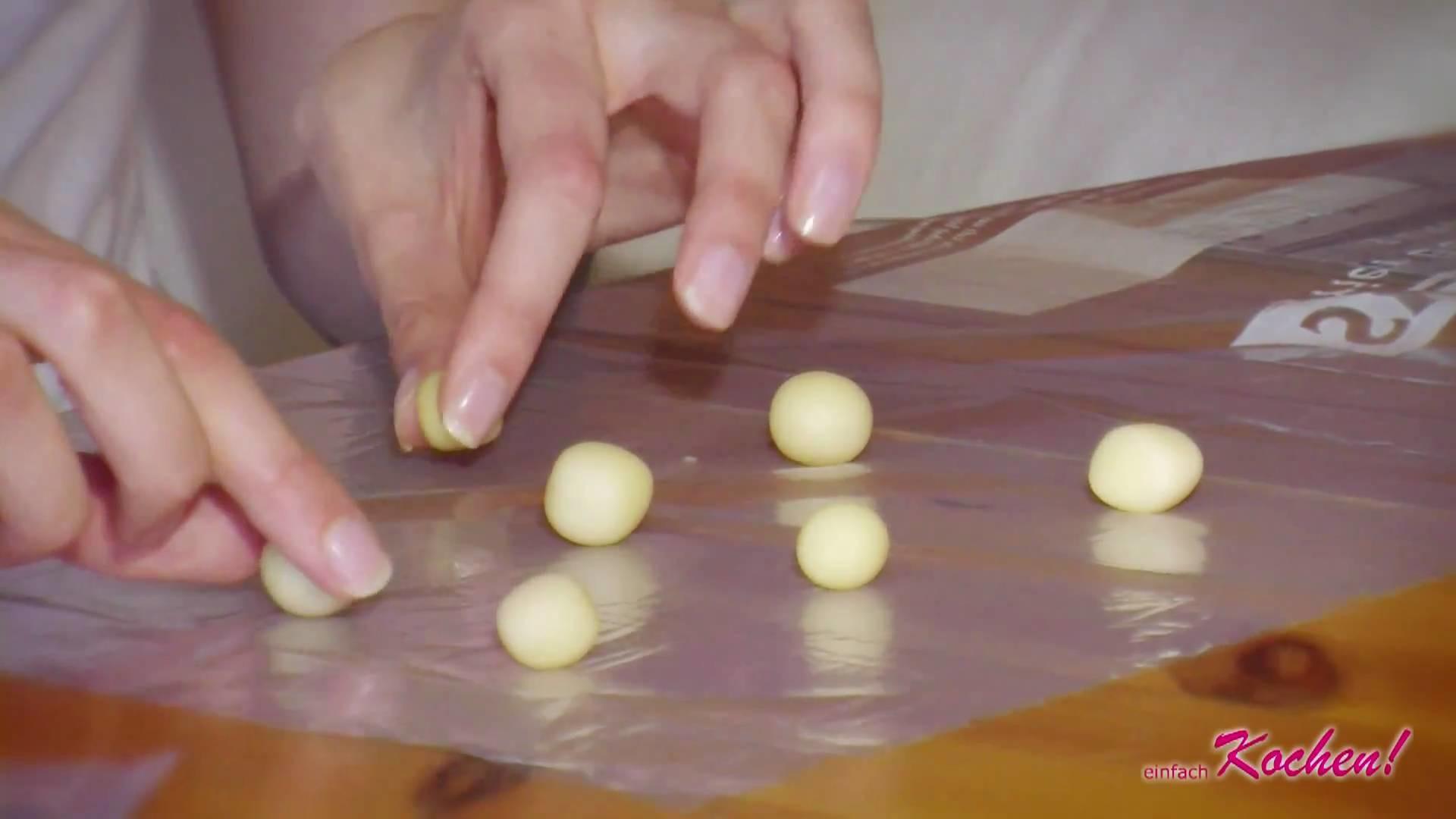 Marzipanrosen Röschen für den Kuchen selber machen Tortendekoration DIY Rosen