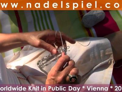 20 Frauen * 20 Stricktechniken * Herdenstricken Stadtpark Wien * Knit in Public Day Vienna