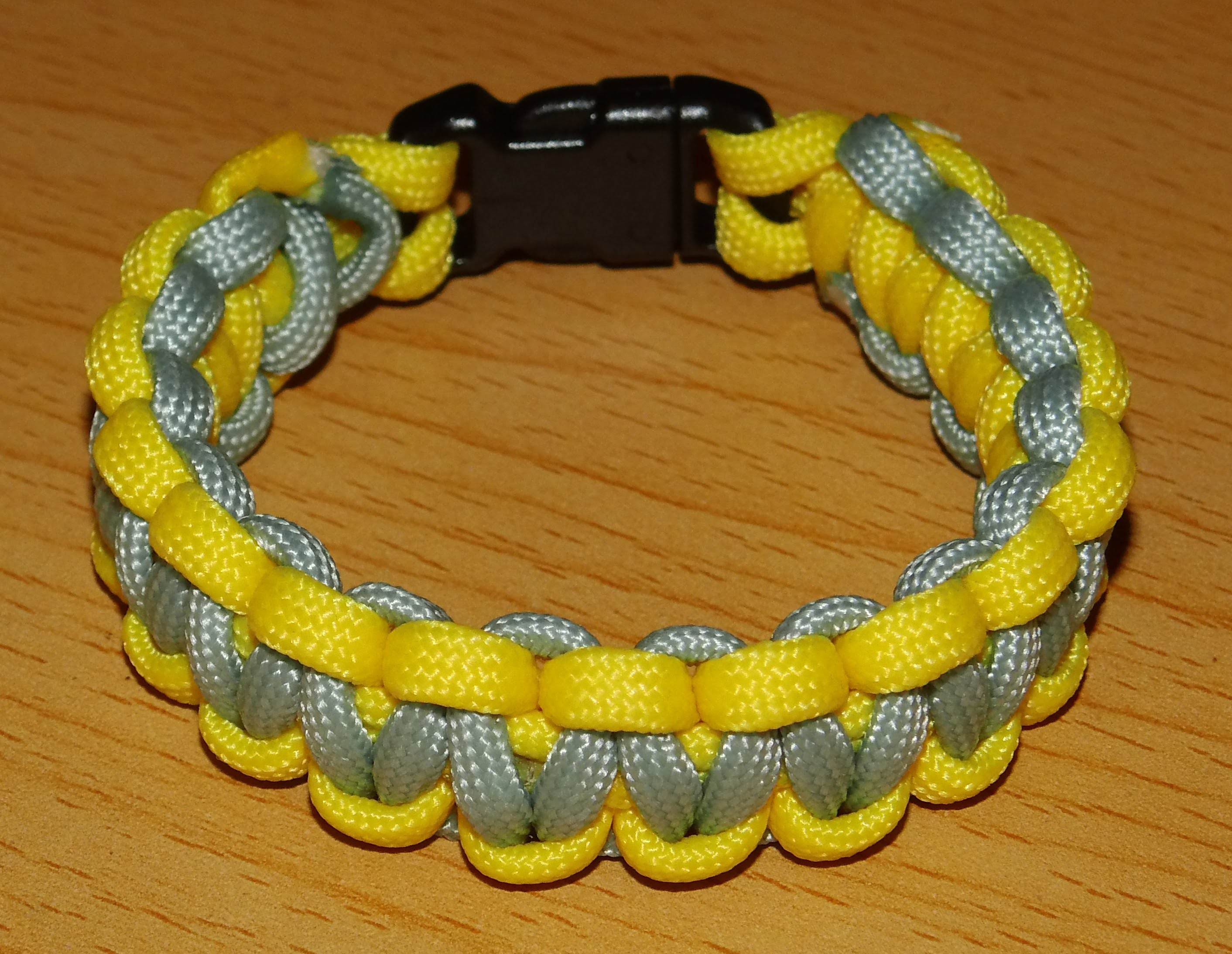 Anleitung zweifarbiges Paracord Armband *D*