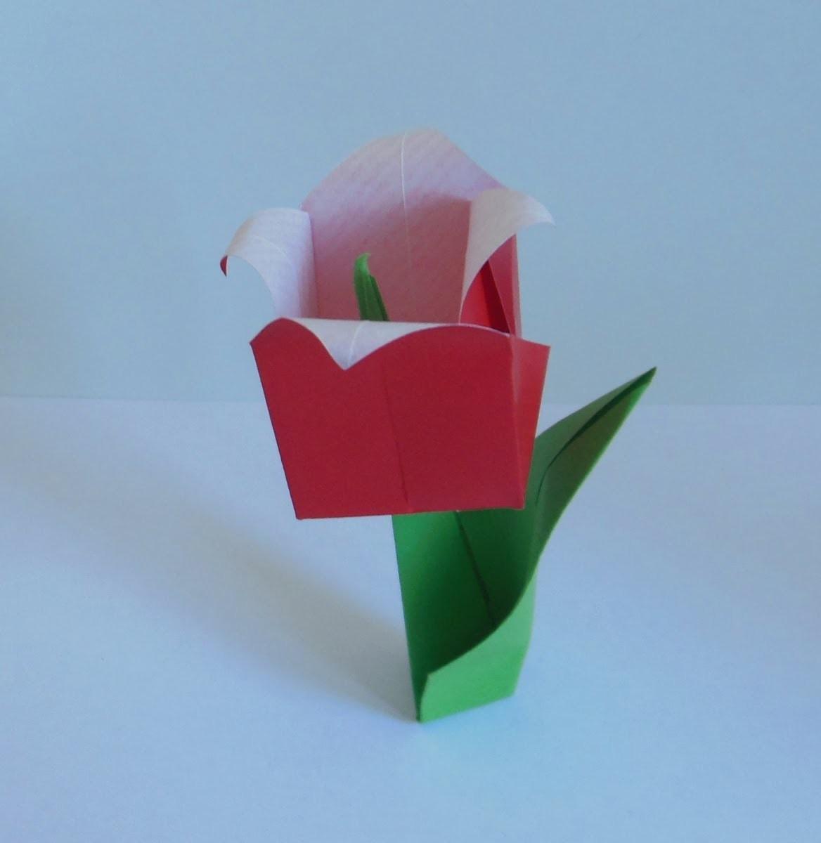Origami-Tulpe mit Blatt