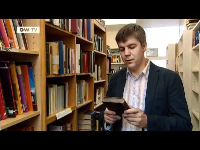 Schmuck aus Buchseiten von Jeremy May | euromaxx