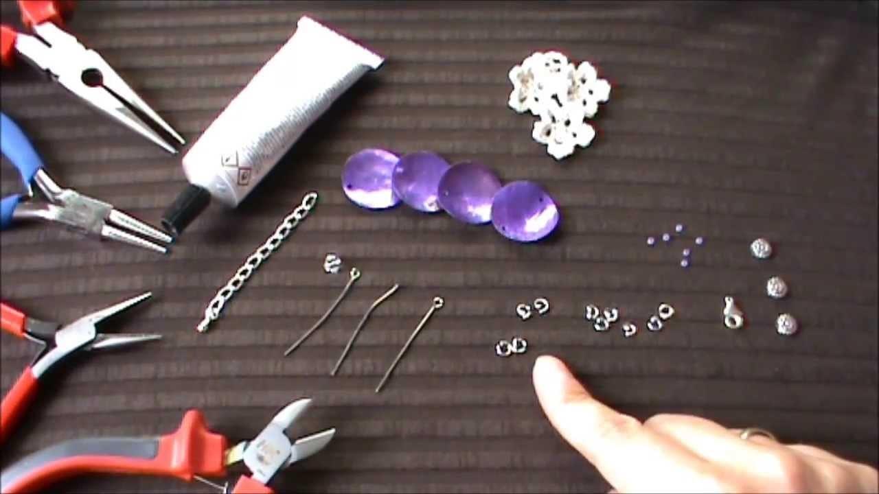 Schmuck selber machen: Armband  mit zarten Häkelblüten