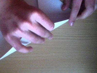 Papierflieger selber basteln - Anleitung zum Bauen von Papierfliegern