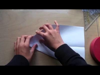 Papierflieger basteln. Flugzeug aus Papier falten