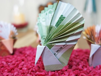Geldschein falten für Geldgeschenke: Origami Pfau aus Geldschein basteln #TrauDirWasZu