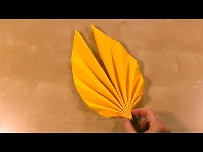 Servietten falten Anleitung: Fächer falten. Blatt als Tischdeko für Frühling