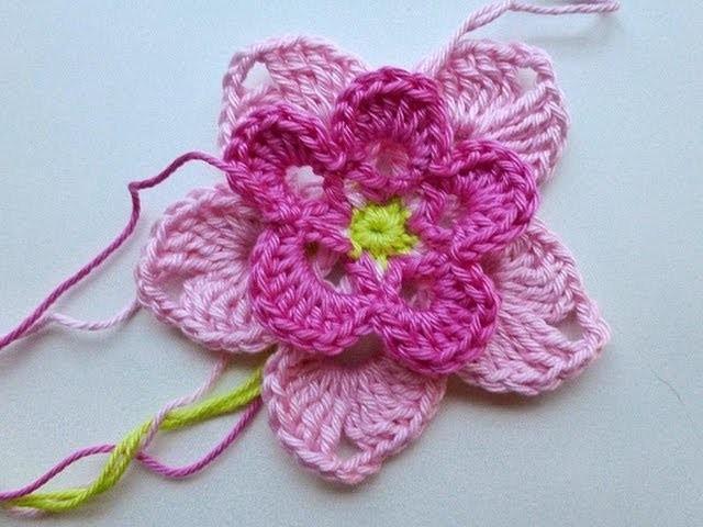 """Adventskalender * 22. Dezember 2012 * Häkelblüte """"Magnolia"""""""