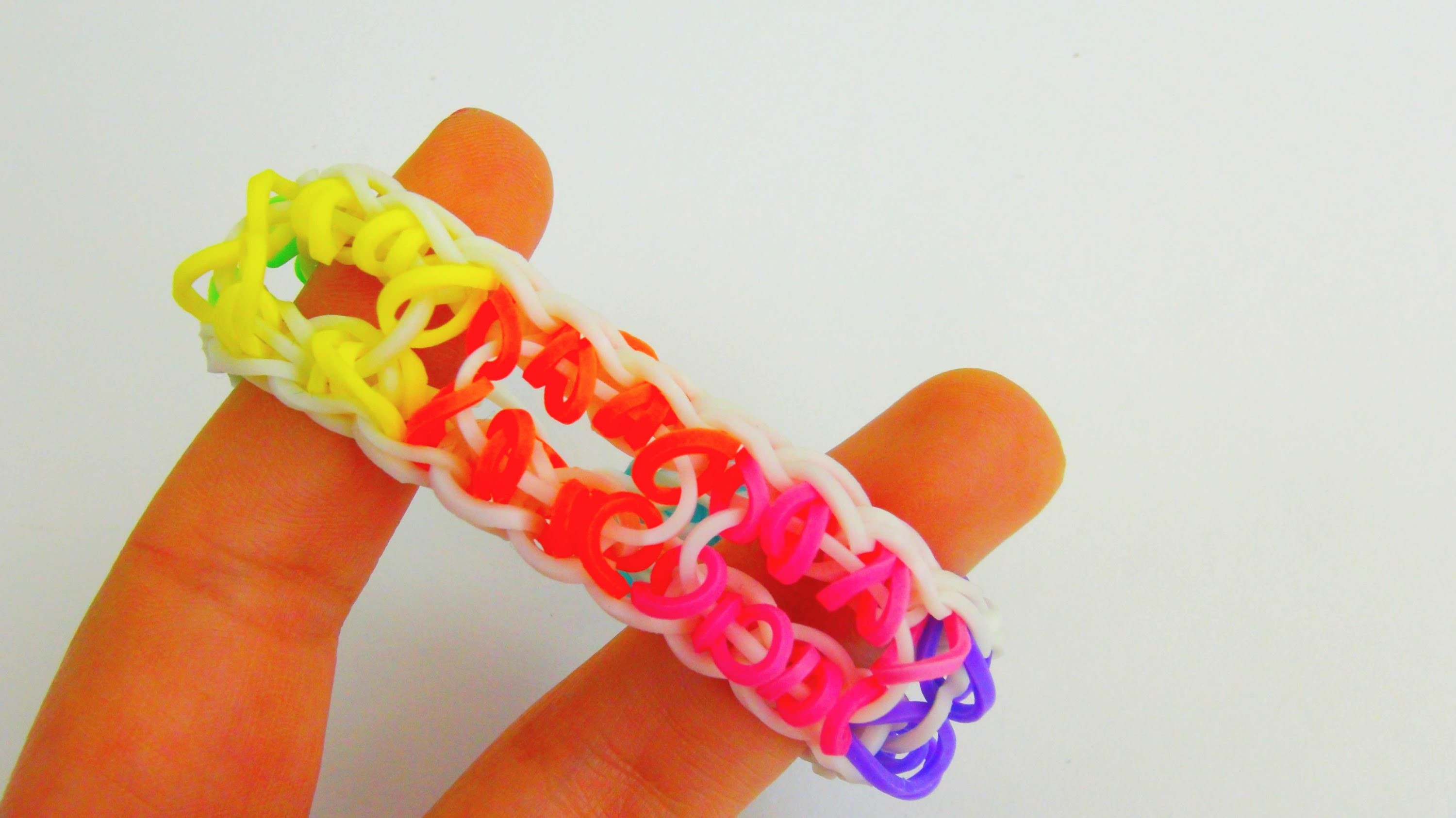 Loom Bands Regenbogen Armband Variation mit Löchern. Special Loom Band Bracelet Rainbow | deutsch