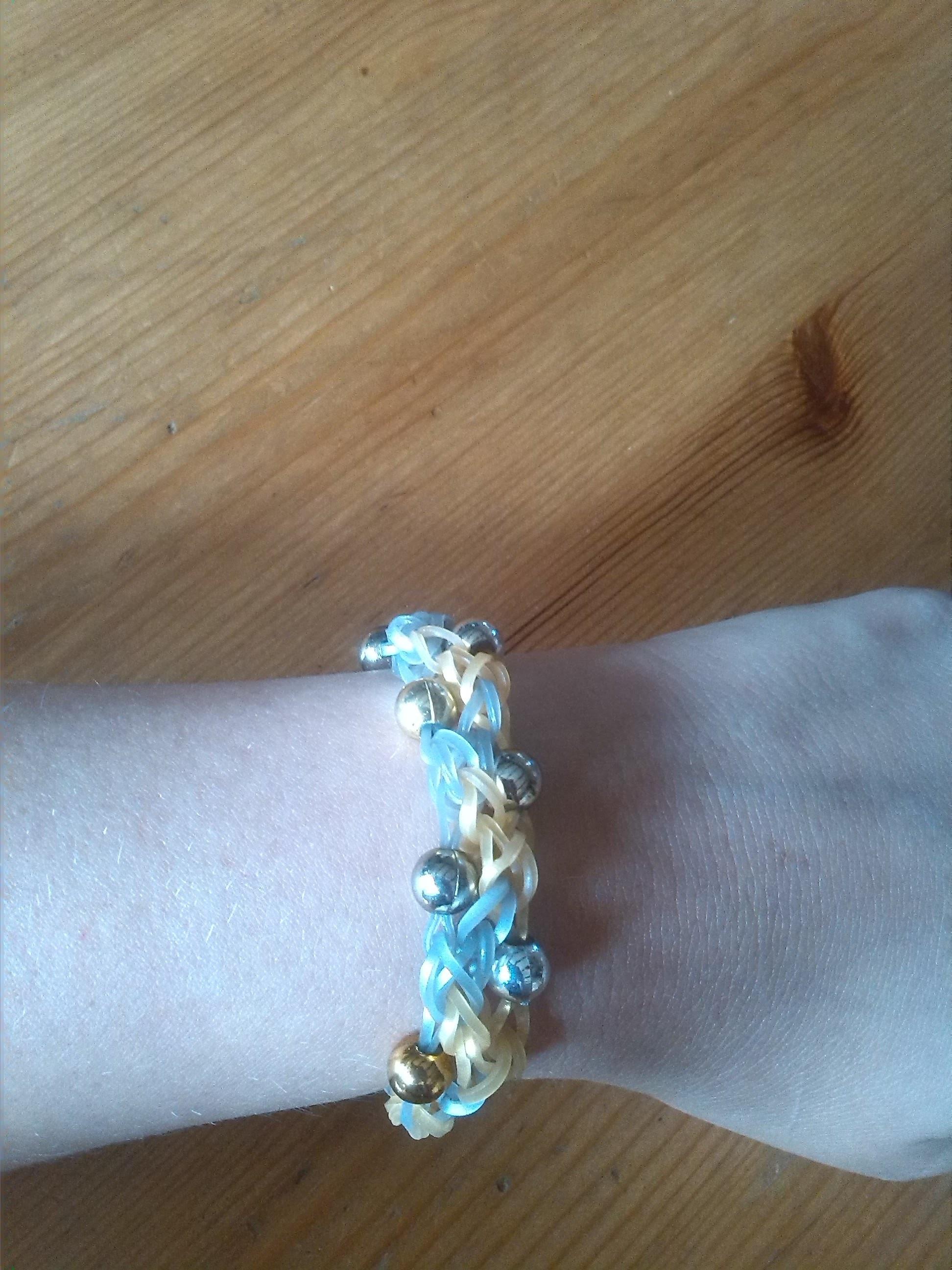 Armband mit perle rainbow loom