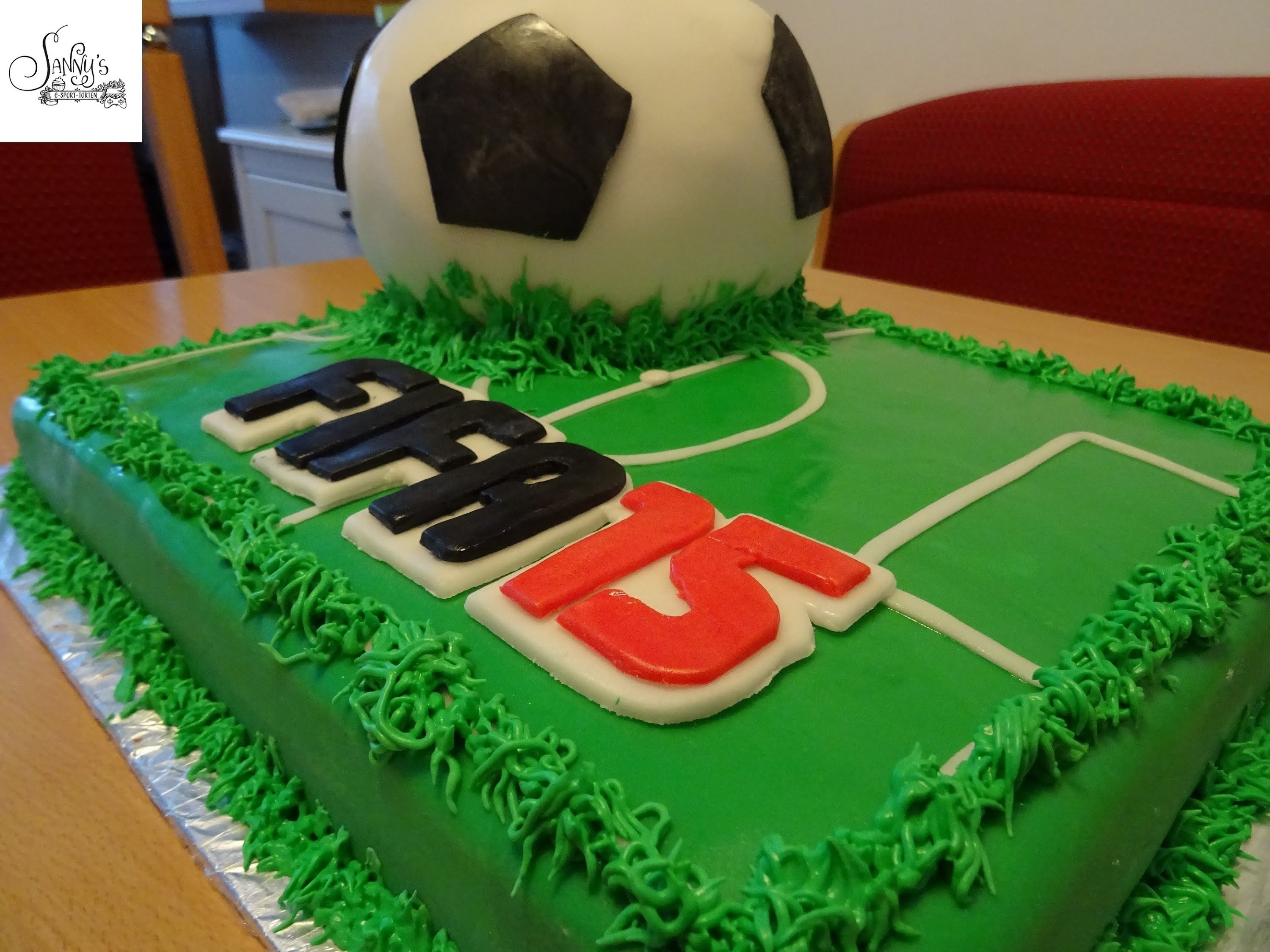 Fifa15 Torte.Fussball Torte.soccer cake.How to make by Sanny´s eSport Torten