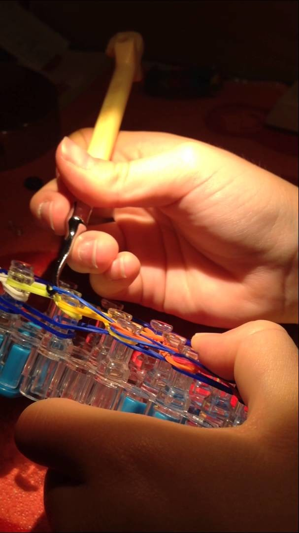 Mein Rainbow Loom Blümchen Armband