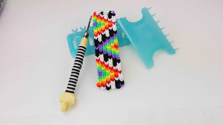 Alpha Loom Schlüsselanhänger mit Azteken Muster | Rainbow Aztec Keychain | DIY