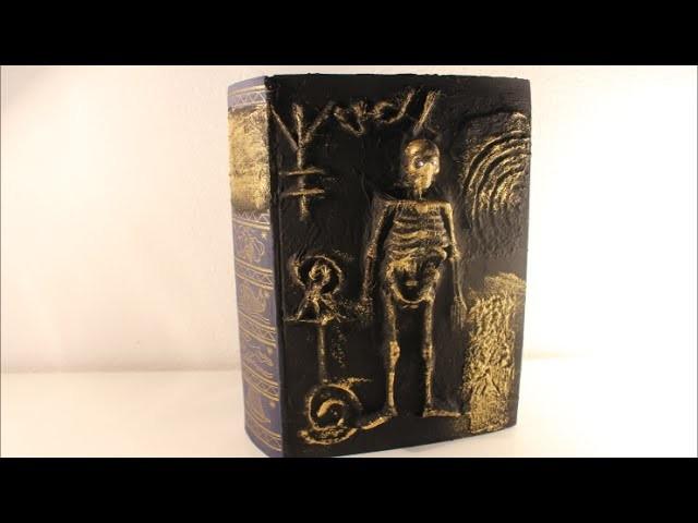 DIY Halloween Special Zauberbuch mit Skelett und Geheimzeichen basteln