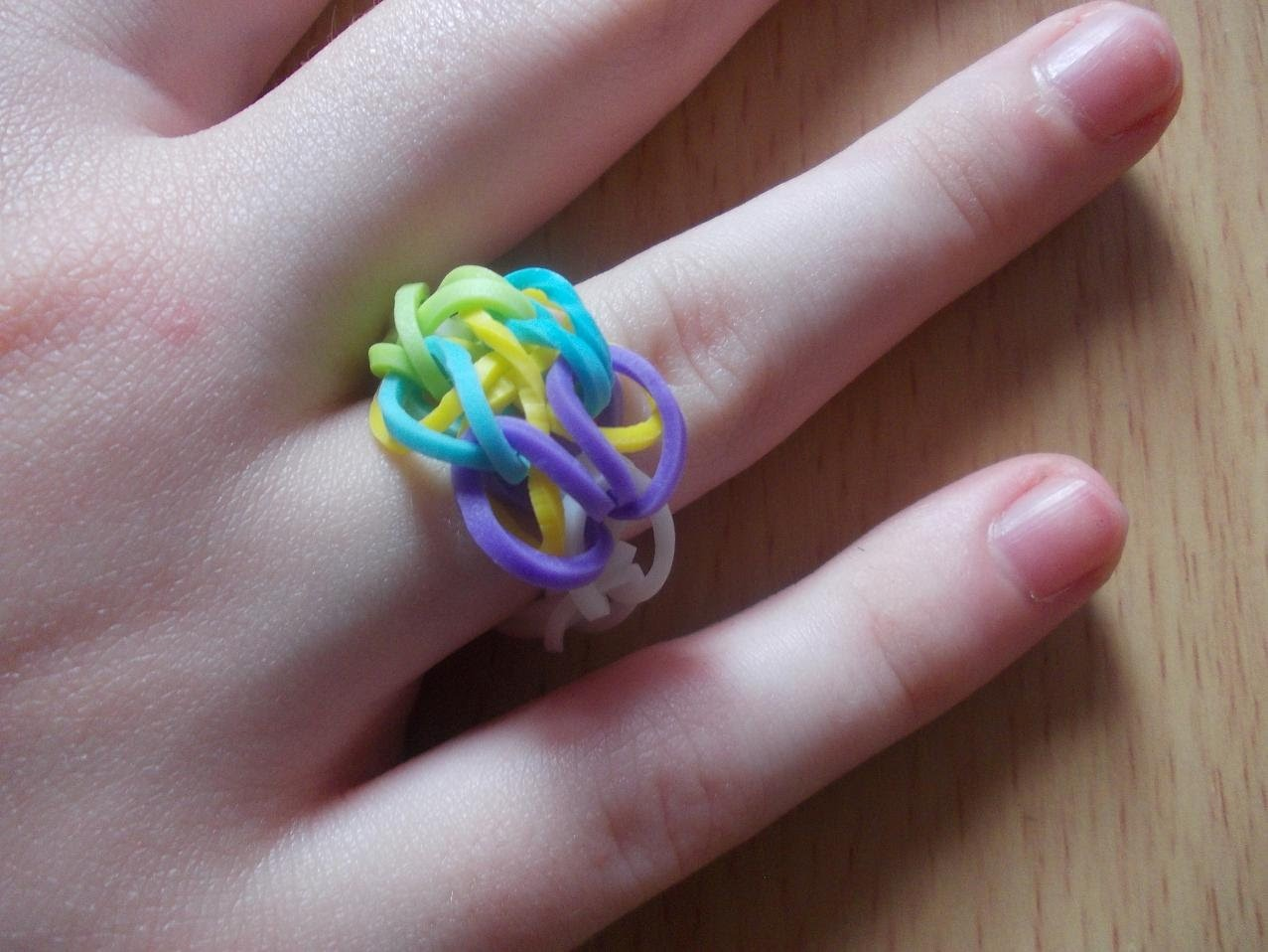 Rainbow Loom Bands Anleitung deutsch - Schmetterlingsring - Rubber Bandz Butterfly ring tutorial