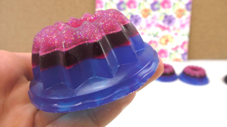Seife selber machen. Küchlein aus Seife in drei Farben . das perfekte Geschenk