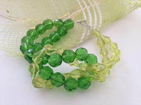 Grünes Armband aus grossen Perlen. DIY