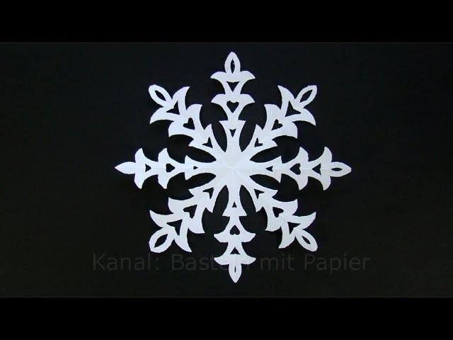 Schneeflocken basteln mit Papier - Winterdeko selber machen - Eiskristalle - DIY