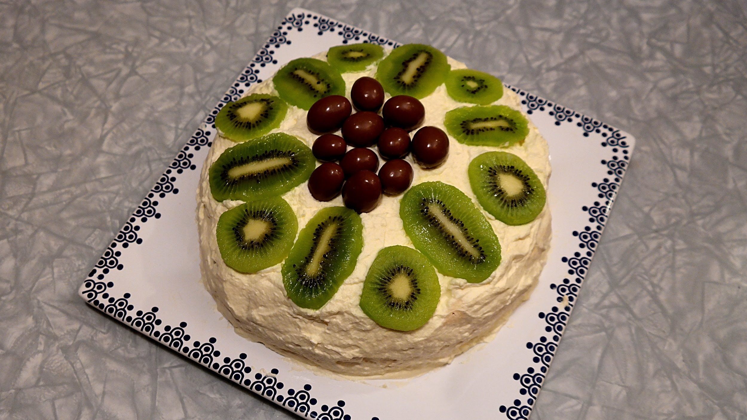 How to bake a Pavlova - Original Kiwi Cake - Backvideo aus Neuseeland