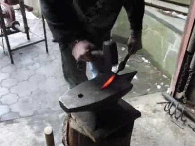 Schmieden eines Messers aus einem Nagel