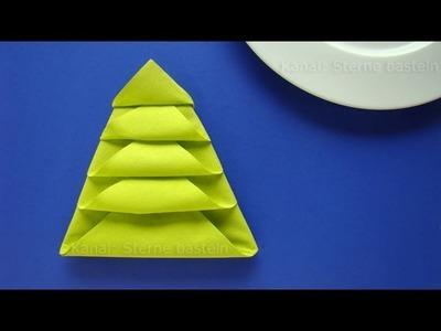 Servietten falten Weihnachten: Tannenbaum als Weihnachtsdeko selber machen
