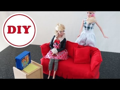 DIY Barbie-Sofa aus Tempobox und Stoffresten