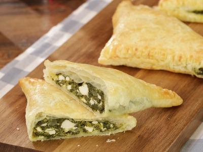 Blätterteig Dreiecke mit Spinat und Feta - Party-Snacks #chefkoch