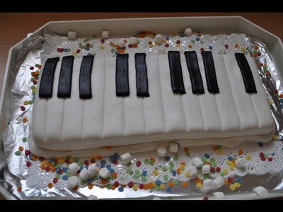 Klavier-Fondant-Torte mit Ganache.Keyboard.Piano Cake