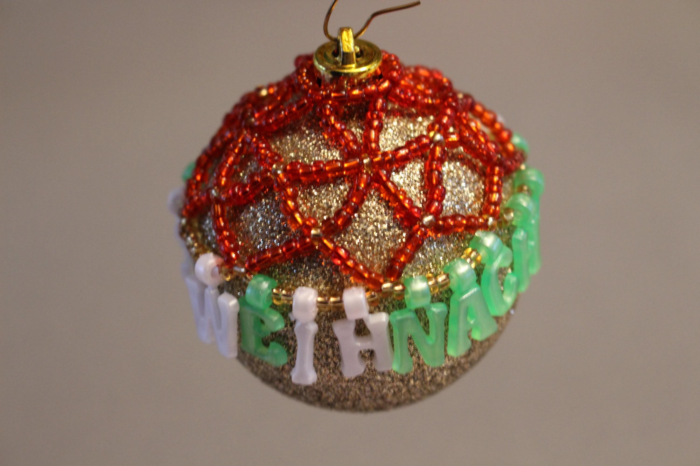 Christbaumkugel dekorieren mit Perlen (Weihnachten DIY Anleitung)