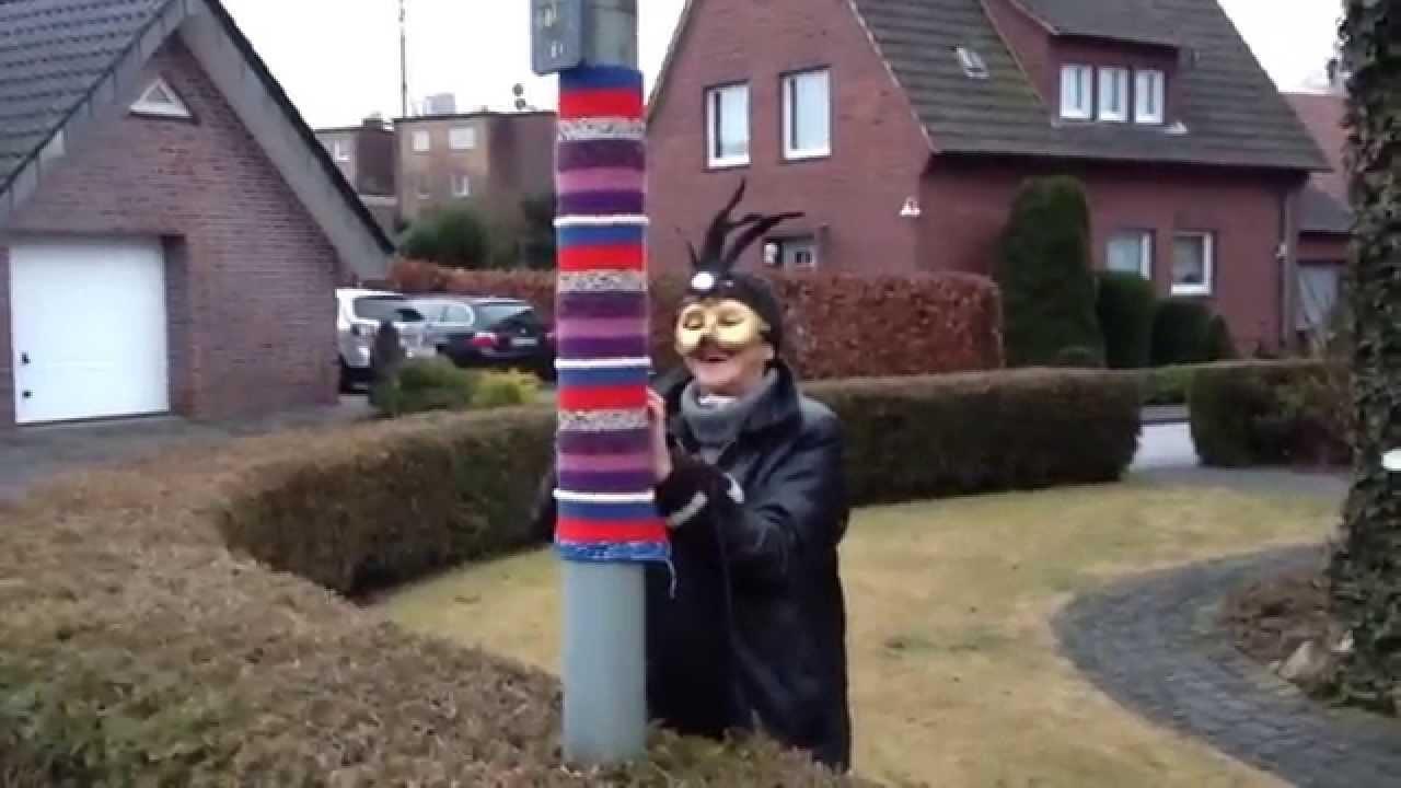 Guerilla Knitting: Strickguerillas in Marienfeld