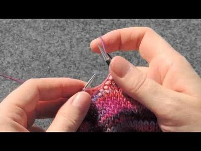 Stricken - Fadenführung rechts. english knitting