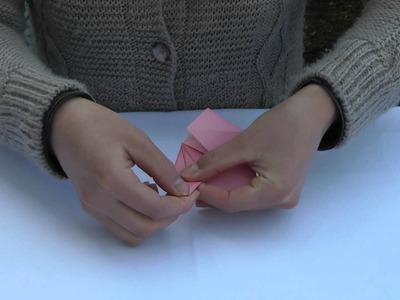 Momotaro der Pfirsichjunge - Origami-Falten des Pfirsichs