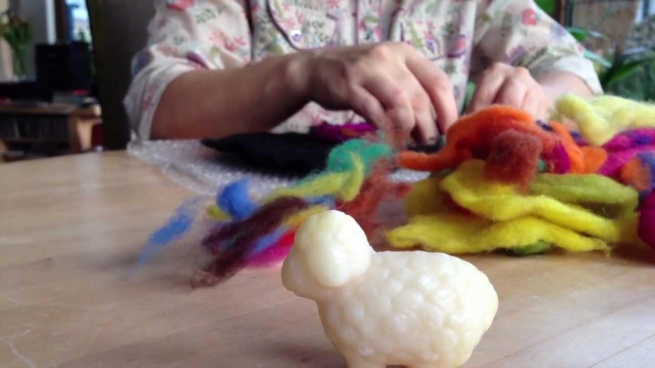 Filzen lernen - Nassfilzen eines Filzuntersetzer mit bunter Filzwolle S01E6