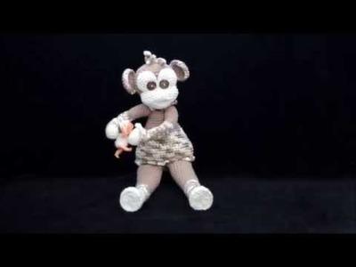 Gehäkeltes Affen-Mädchen mit  Puppe