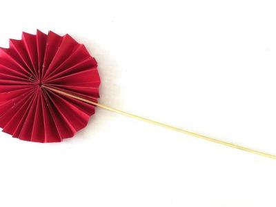 Deko Blume aus Papier selber machen. kleine Papierblumen als Zimmerdekoration basteln