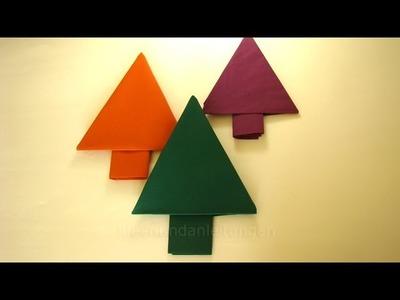 Weihnachtsdeko basteln: Servietten falten Tannenbaum