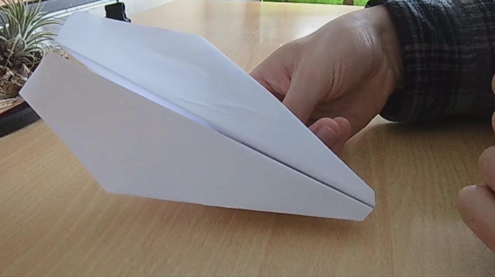 Bester Papierflieger - einfach zu bauen