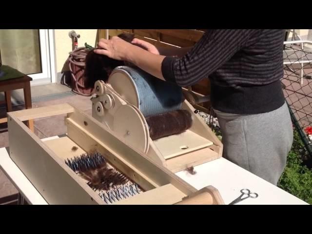 Kardieren der Wolle - Pасчёсывание шерсти ***