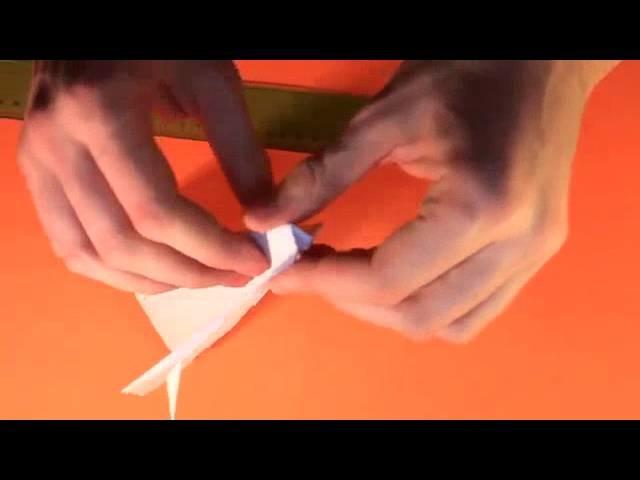 Wie man ein Papier Flugzeug Fliegt wirklich Weit