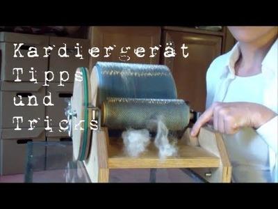 Wolle mit dem Kardiergerät vorbereiten