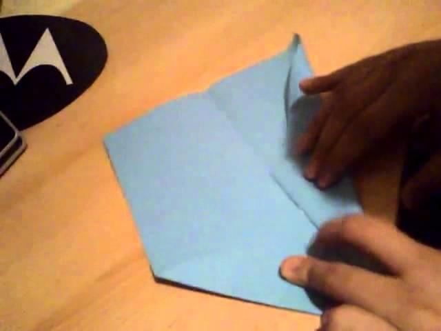 papierflieger falten flugzeug aus papier selber basteln. Black Bedroom Furniture Sets. Home Design Ideas