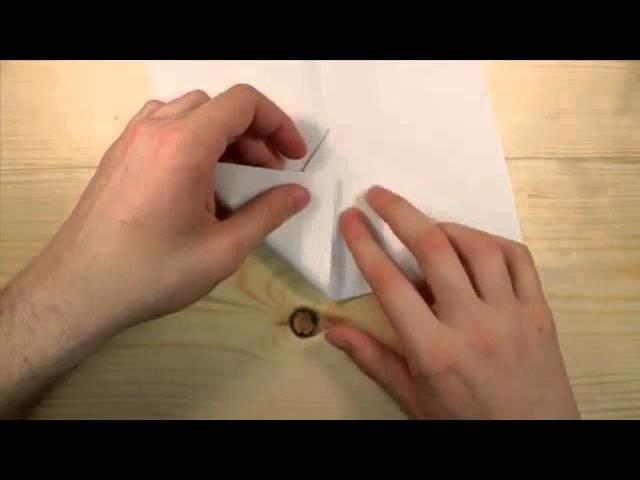Wie man eine Einfache Papier Flugzeug Fliegt wirklich Weit