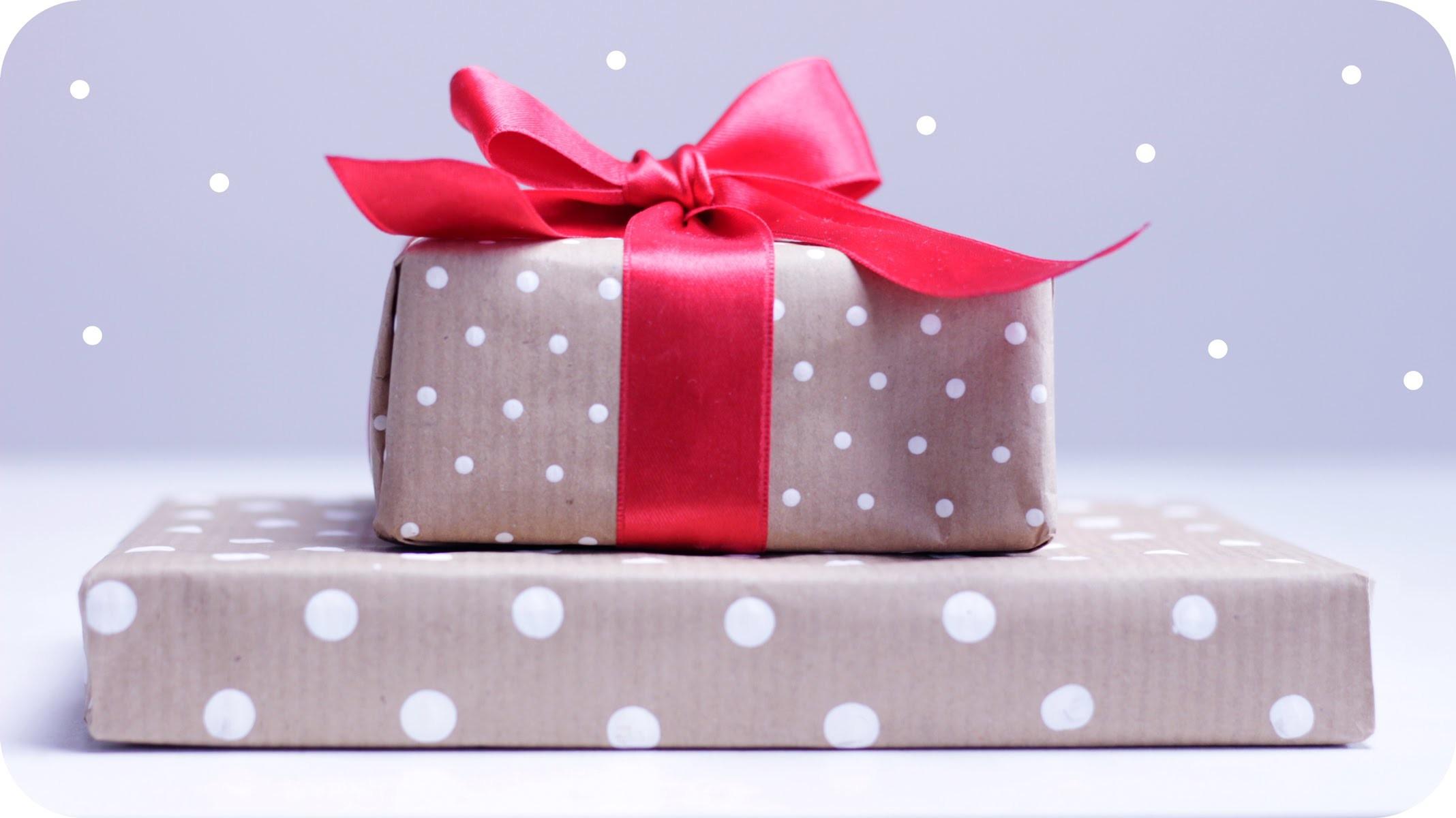 diy p nktchen geschenkpapier selber machen polka dots. Black Bedroom Furniture Sets. Home Design Ideas