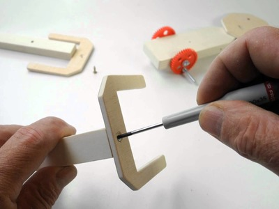 Opitec-Bausatz Laufroboter Opi-Robo Artikelnummer 111666 im Opitec Shop www.opitec.de