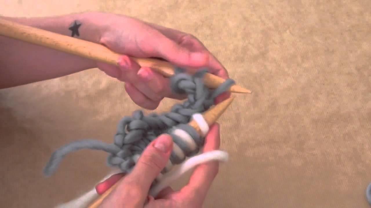 Wie strickt man ein zweifarbiges Perlmuster? - WE ARE KNITTERS