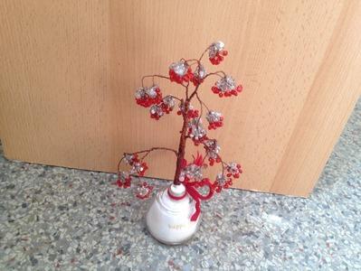 Eberesche im Winter. Baum aus Perlen. DIY