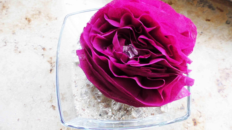 diy dekoration rose im sand zimmer deko selber machen blumen aus servietten. Black Bedroom Furniture Sets. Home Design Ideas