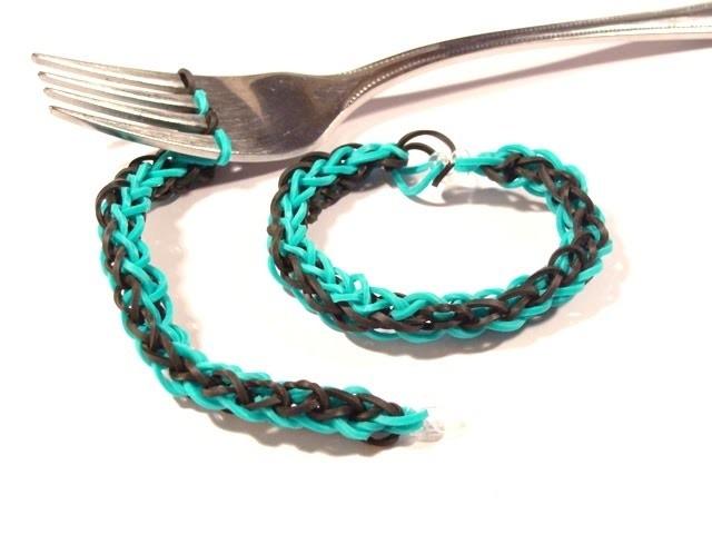 Wie macht man Armbänder, Loom Bands mit einer Gabel? Gummibänder Gabel (deutsche Anleitung)