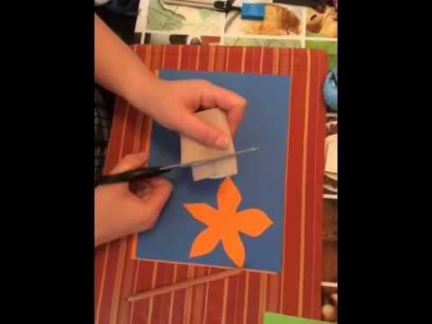 Blume aus Tonpapier als Unterlage basteln