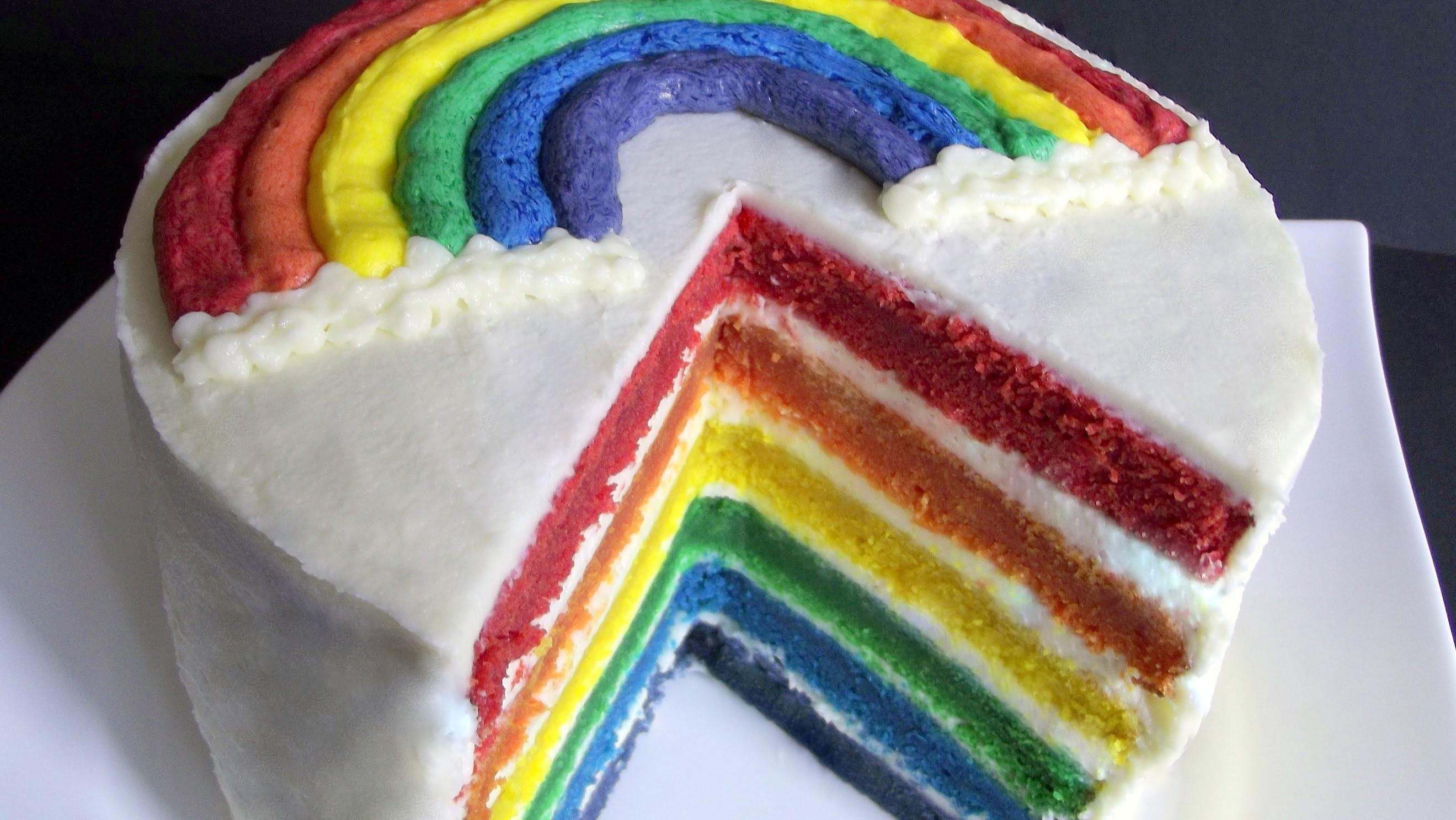 Bunter Regenbogenkuchen